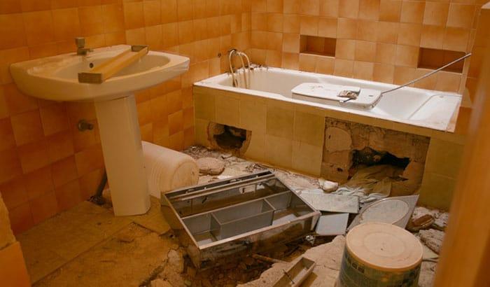 Broken Bathtub? Here's What To Do When Your Bathtub Breaks